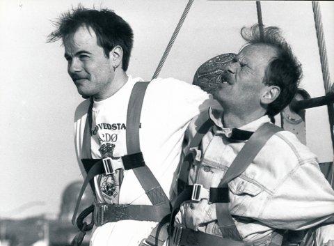 SKUMMEL AFFÆRE: De var ikke spesielt høye i hatten da de ble heist 55 meter over bakken for å hoppe i strikk, Bjørn Sigurd Henriksen og Albert Elverum. Begge to husker episoden godt.