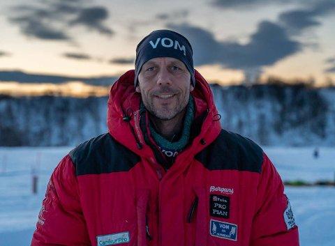 VETERAN: Didrik Lindberg Sand har lenge drevet med hundekjøring, og fullførte Finnmarksløpet i 2016.
