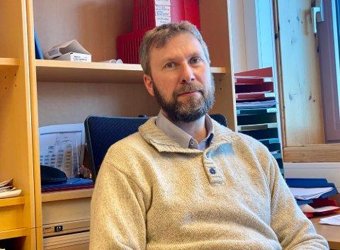 UNDERLIG: – Først tror jeg tror ikke det er mulig å få skrevet ut Janssen-vaksinen i Harstad. Jeg synes dette er en veldig spesiell situasjon. Det å skulle skrive ut en medisin som har så alvorlige bivirkninger er veldig underlig, sier kommunelege Jonas Holte i Harstad.