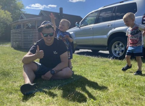 SMÅBARNSPAPPA: Christoffer Grønvik er takknemlig for de to sønnene på tre og fire år.