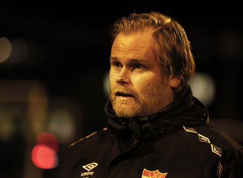 SKUFFET: Sørumsand-trener Kenneth Wold skjønte ikke helt hva som skjedde med laget hans etter pause.