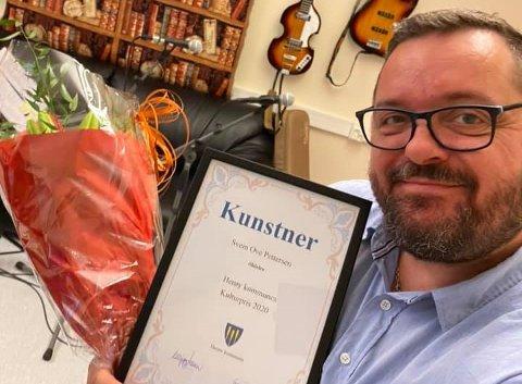 Svein Ove Pettersen fra Sandnessjøen fikk tirsdag Herøy kommunes kulturpris for sin innsats i musikken for store og små gjennom 30 år.