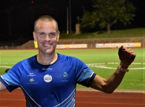 REKORDFART: Andreas Penne Nygård løp raskere enn han noen gang har gjort på 10.000 meter, og knuste NM-kravet med tiden 31.16. Det gir grunn til å juble.