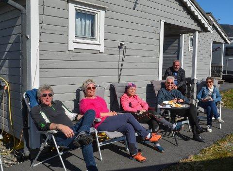 IMPONERTE: Denne gjengen var imponerte over alt Husnes hadde å by på for campingturistar, og skal definitivt koma tilbake seinare. F.v.: Børge Torsvik, Signe Roska, Kristel Skau, Arnfinn Dale, Dag Rune Dale og Tove Engseth.