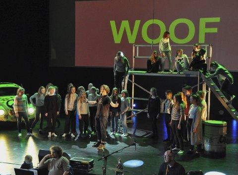 Øving: Tirsdag øvde man med fullt band i Storemolla i Lofoten kulturhus. Fredag skal alt sitte under premieren.