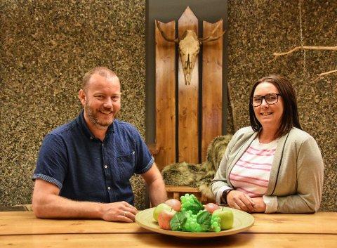 Fornøyde: Christian Krüger Enge og kona Irén Nilsen er fornøyde med starten til Escape Room i Svolvær.