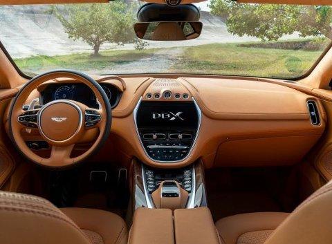 Slik ser det ut innvendig, her kommer Aston Martin også å tilby mye skreddersøm.