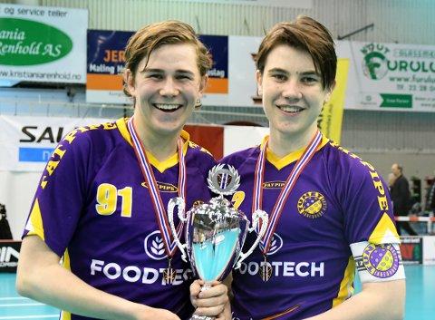NORGESMESTERE: Truls Sundal og kaptein Joachim Terjesen var godt fornøyd etter å ha sikret NM-gull.