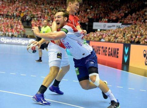 TAP: Christian O'Sullivan og Norge tapte til slutt med fire for Danmark. Christian scoret ett mål.