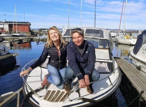 Anne Moslet (57) og Erik Hagen (62) ble overtalt av datteren til å sette ut båten tidlig for å feire 23-årsdagen.