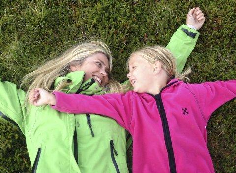 Tullejenter: Både mamma Eli Kristin Hansveen og datteren Johanne Isabel liker seg spesielt godt på fjellet ved hytta på Tretten.
