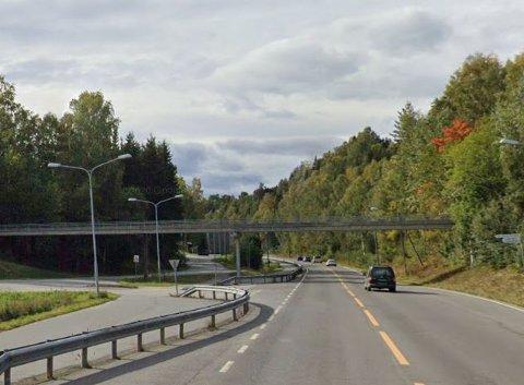 ENDTE HER: Mannen ble stanset av politiet ved avkjøringen til Vardal idrettspark i Hunndalen.