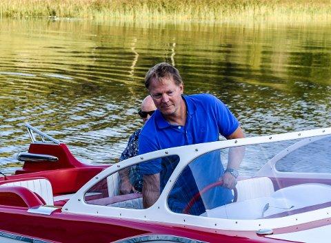 PRØVETUR: Thoresen fikk tatt en prøvetur på Farris da båten endelig var klar.