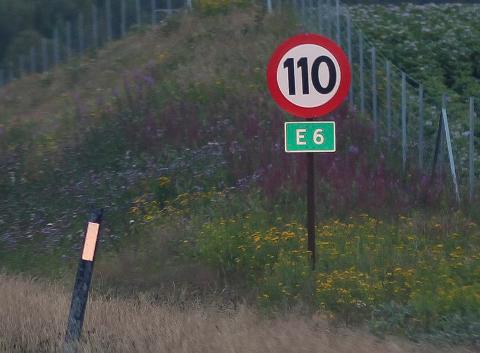 LIVSFARLIG: Mandag kveld mottok politiet melding om en syklist på E6. Han syklet nordover i sørgående kjørebane. I 110-sonen.