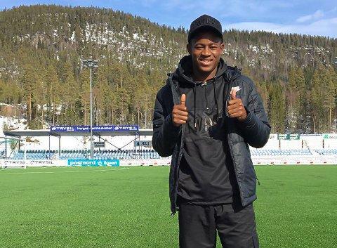 PÅ PLASS I SUNDET: David Olaoye har spilt fotball i England, Hellas, Slovenia og Argentina. Nå er det kunstgresset i Nybergsund som er engelskmannens hjemmebane.