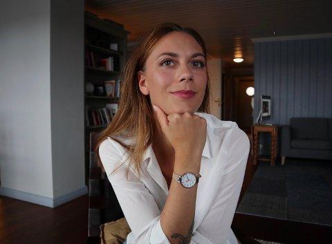 FORFATTER: Marit Halvorsen Bekkhus (25) fra Rena går i farfarens fotspor, og har gitt ut sin første bok.