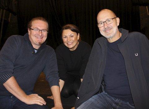 DETTE BLIR BRA: Helljar Berge og Per Haugen er regissører for årets Breviksrevyen. Dansepedagogen Tine Fossmo er koreograf og skal få gamle krokete bein til å danse. Klar – gå for premiere 26. oktober!