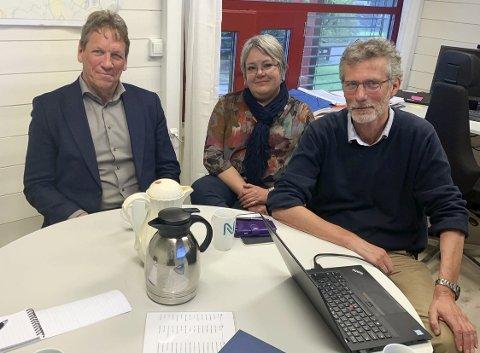 VIL BYGGE PARK: Magne Ramlo, Imi Vegge og Morten Lossius i Nye Veier får hjelp av Kulturminneconsult og lager planer for ny fornminnepark i området ved Moheim.