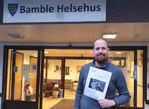 Kommuneoverlege Anders Mølmen orienterte Bamble formannskap om at de ansatte som prioriteres i vaksinekøen, er helsepersonell som har sårbare jobber som det er viktig å beholde friske, for å opprettholde god helse hos innbyggerne. Dette er blant annet leger på legevakta og legevaktsykepleiere.