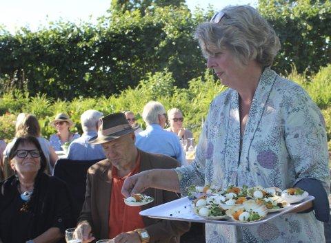 Optimist: Ingeborg Sørheim på Sveinhaug er optimistisk for den kommende sesongen, og tror mange vil ta turen til Mjøsgårdene i sommer. Foto:  Aistė Gedrimaitė
