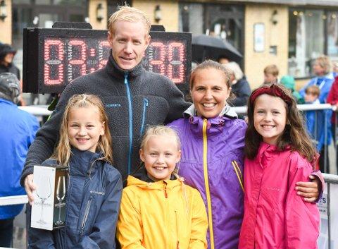 HEIAGJENG: Ole Einar Rongved sammen med kona Ulla Rongved Haraldsen, datteren Tilja, og hennes venninner Mathea og Sanna.