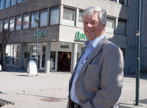 GIR UTSETTELSE: - Vi er med på dugnaden, sier Jan Solberg, som blant annet eier Thoresengården i Hønefoss.