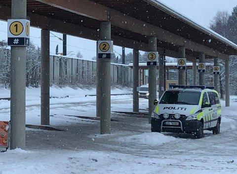 FANT VÅPEN: Politiet fant både kniv og luftvåpen på Kløfta stasjon sist fredag. Foto: Vidar Sandnes