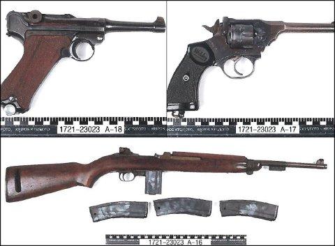 PISTOLER OG RIFLER: Under ransaking av klubblokalet fant politiet totalt 11 våpen.