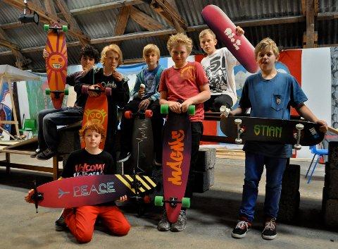 BRA MED BRETT: Øverst fra venstre: Olav Metin (14), Jon Andreas Torgersen (14), Mathias Hansen (12), Magne Lura-Hess (13), Ole Fredrik Moe (14), Stian Wersland (11). Foran: Emil Olsnes (11)