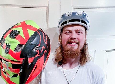 GLAD I HJELMEN: Brage Vestavik er bare 20 år, men har allerede rukket å knuse 14 hjelmer. Han tør ikke tenke på hva som hadde skjedd om han ikke hadde hatt hjelm de gangene det har gått galt.