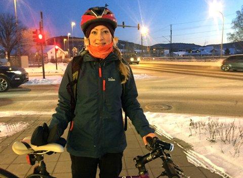 2a9663e7 SPREK: Kollegene til Cathrine Nedberg er imponert over at hun bruker  sykkelen uansett vær og