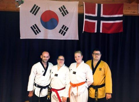 Master Eskil Hestø (fra venstre), hovedtrener Inger Hestø, klubbleder Lene Skaret Gulla og grandmaster Sigvald Martinsen.
