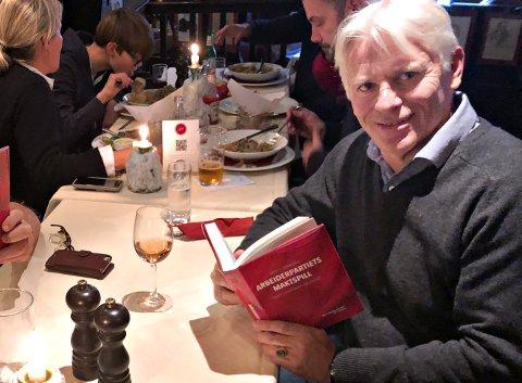 Aage Georg Sivertsen har skrevet boka «Arbeiderpartiets maktspill». Her fra restauranten Lorry i Oslo hvor deler av boka ble skrevet.