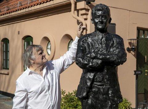 Kunstner: Tore Bjørn Skjølsvik har laget statuen av Ole Gunnar Solskjær. Han sier kristiansunderen på alle mulige måter fortjener en statue i sin egen hjemby.