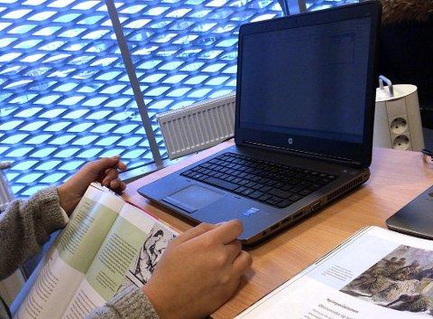 MANGLET FILER: Da elever logget på skole-PCen etter ferien, manglet mange viktige filer. Nå løses problemet.