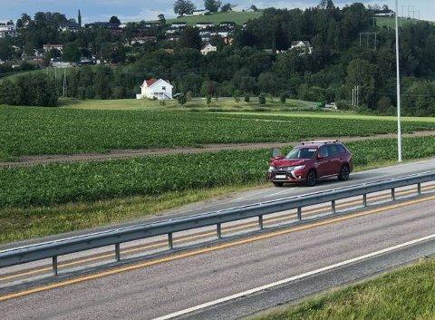 ELG MOT PERSONBIL: Ingen personer ble skadd i et sammenstøt mellom elg og bil på E6 i Levanger søndag ettermiddag. Men elgen måtte avlives.