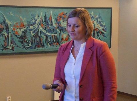 INFORMERER: Fungerende NAV-leder Pernille K. Storødegård informerer om endringer hos NAV som følge av korona-smitten.