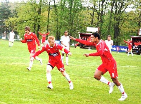 Trygve Velten og Rene Elshaug fra den gangen DFI var et topplag i 2.divisjon.  Mandag spilte begge 5.divisjonskamp.