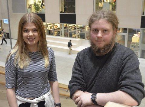Arrangører: Ann Jorunn Røe og Vegard Solly er to av musikkelevene i elevbedriften «Feedback UB» som arrangører UKM på Tynset i februar. FOTO: Eirik Røe