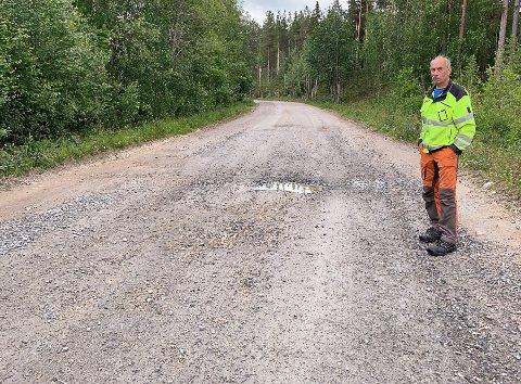 Ber om utbedring av Urliveien: Kjell Ståle Øyen er fortvilet over tilstanden til veistrekningen mellom Kvebergbrua og Høyegga.