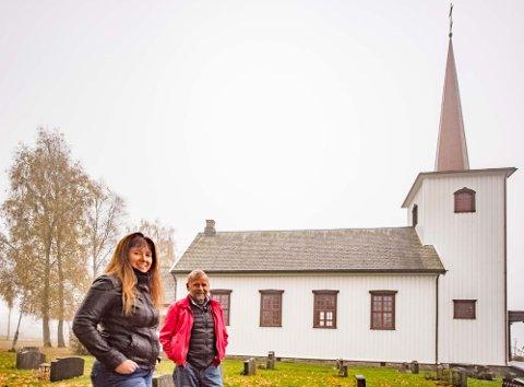 MINNES DE DØDE: Allehelgensdag er tiden å minnes de døde, forteller menighetsrådsleder Inger Lise Stubberud og meninghetsrådsmedlem Svend Kristian Martinsen.