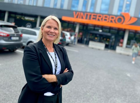 FORSTERKER VAKTHOLDET: Grethe Johsen, senterleder på Vinterbro senter, forteller at Securitasvakter vil være mer synlige på sentere når partiene har valgstander i helgen.