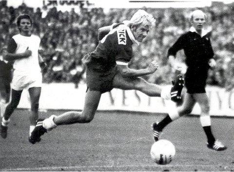 Frode Larsen var ytre høyre og en god gammeldags dribleving på Brann-laget som ble cupmestre i 1972 og -76.  Arkivfoto: BA