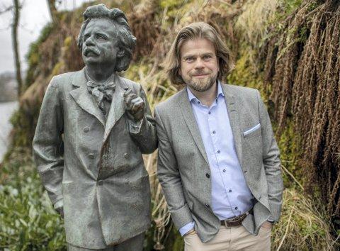 Sigurd Sandmo har vært museumsleder i Bergen i 21 sammenhengende år. Nå venter en pendlertilværelse for bergenseren som begynner i den nyopprettede stillingen som sjef for De kongelige samlinger i april. Foto: Kai Fatekvål
