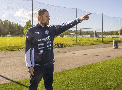 Ser framover: Trener og daglig leder i Modum FK, Stein Ellingsen, har store planer for sitt unge lag i framtiden.                   Arkivfoto
