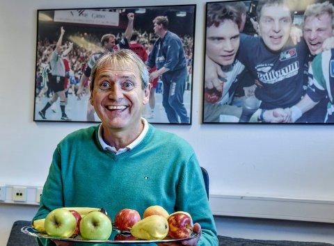 NYE TIDER: Daglig leder Arne Dokken kjenner utmerket godt til de stolte tradisjonene i Drammen HK. 61-åringen er en av flere kjente fjes som har bestemt seg for å bidra for å få klubben tilbake på beina.