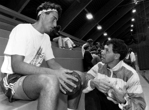 FØRSTE MØTET: Glenn Solberg (t.v.), som fremadstormende 21-årig DHK-playmaker, møtte sin svenske trenermester Kent-Harry Andersson i Drammenshallen høsten 1993.