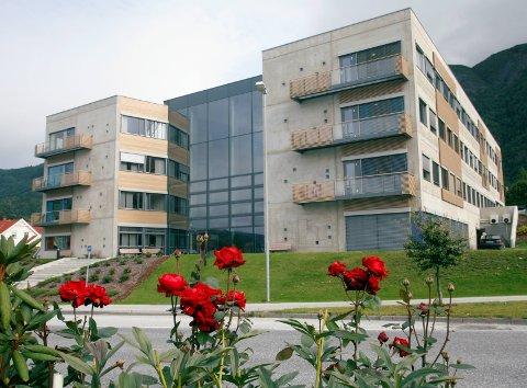 STATENS HUS: Hermansverk i Leikanger kommune kan framleis kome til å bli fylkesmannssete.