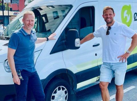 Knut-Eirik Dybdahl og Thor Hushovd i Arctic Race of Norway sier at det er nesten helt umulig å oppdrive varebiler mindre enn én måned før rittet starter.