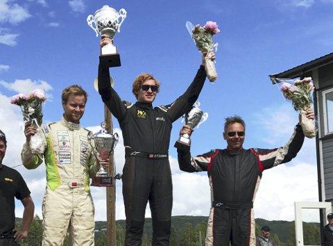 På toppen av pallen: Ben-Philip Gundesen kunne juble etter seieren i den tredje NM-runden i rallycross på Dokka.